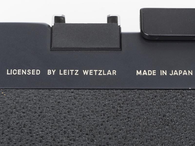 LICENSED BY LEITZ WETZLARの文字が背面にあるのですが、なんだか上から目線的な感じがしちゃいませんか?