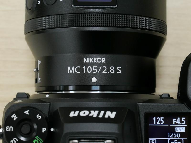 レンズ装着時の上面に「NIKKOR」の文字