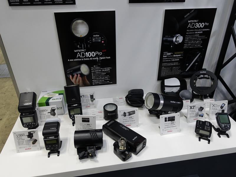 GODOXの小型ライティング製品群。こうした小型モデルを、一般・女性ユーザー層に広げていきたいという