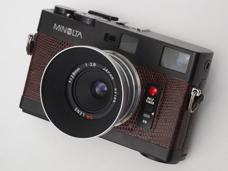 リコーGR LENS 28mm F2.8をL-Mリングを介してミノルタCLEに装着しました。 うちのフィルムGRはすべて調子が悪いか、液晶のカウンターが欠けたりしてモチベーションが落ち気味でしたが、ついにこのレンズの出番がやってきました。28mmフレームがしっかり観察できて良い感じです。