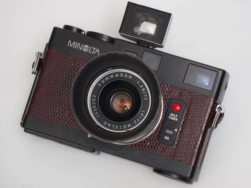 ズマロン35mm F2.8を装着。ライツミノルタCLを作っていたくらいですから、Mマウントは純正規格のオリジナル加工ではないかと。装着はスムーズです。35mmフレームは内蔵していないので外付けファインダーをつけました。
