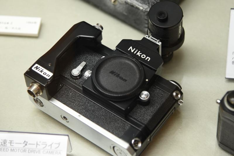 ニコンF 高速モータードライブ(1971年。日本光学工業:現ニコン)。1972年のオリンピック札幌大会用として製造された。
