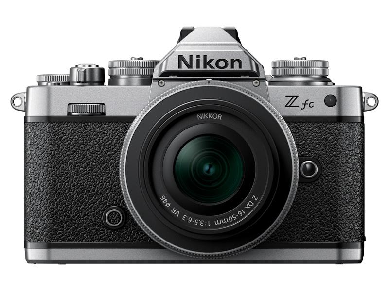 NIKKOR Z DX 16-50mm f/3.5-6.3 VR(シルバー)を装着