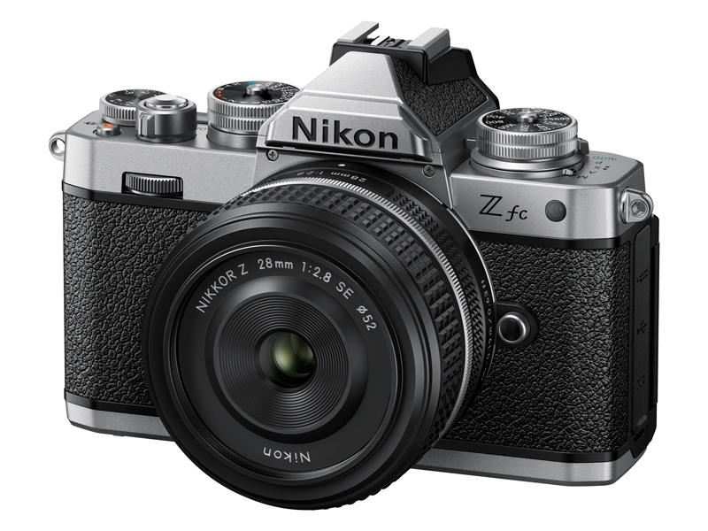 NIKKOR Z 28mm f/2.8(Special Edition)を装着