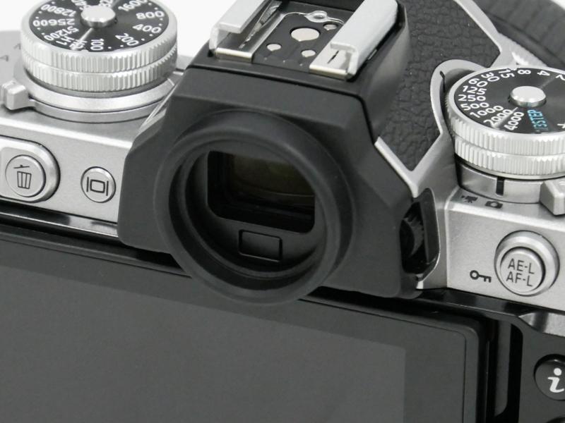 接眼部は丸型。このために「接眼目当て DK-32」という新パーツを用意している。