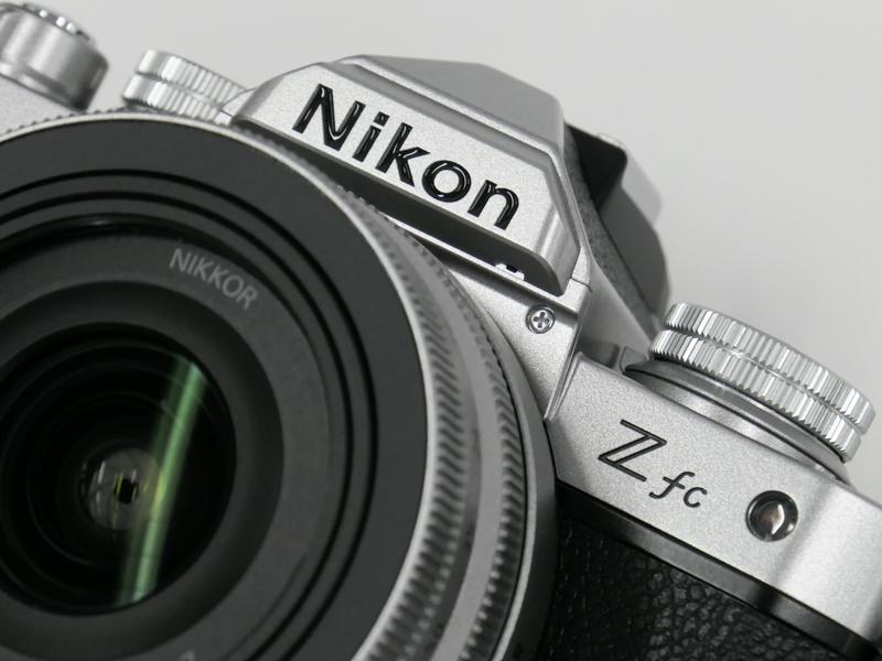 「NIKKOR Z DX 16-50mm f/3.5-6.3 VR」シルバーを装着