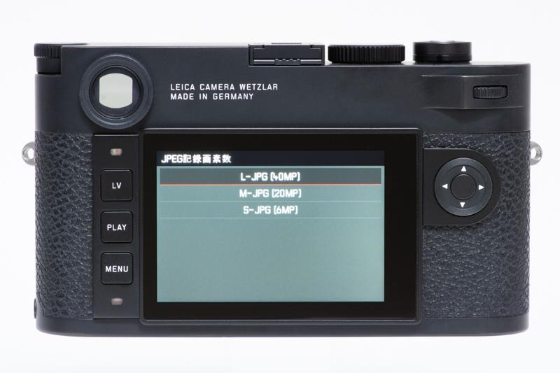 ライカM10-Rの背面。操作部はライカM10-Pと全く同じ。メニュー画面も同じなので操作感は変わらない。しかし記録画素数には「40MP」とあり、高解像度モデルなのが伝わってくる。