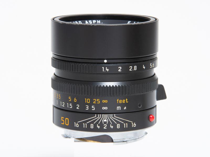 ライカ ズミルックスM f1.4/50mm ASPH.(ブラック)。税込56万1,000円<br>筆者の常用レンズ。非球面レンズや高屈折ガラスを採用し、フローティング機構により近距離から無限遠まで安定した描写性能を誇る。F1.4の明るさながらコンパクトなのもライカMレンズらしい特徴だ。