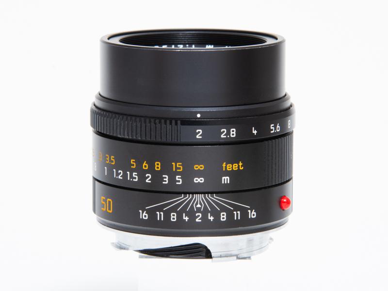 ライカ アポ・ズミクロンM f2/50mm ASPH.(ブラック)。税込107万8,000円<br>色収差を抑えたアポクロマート設計で、非常に高い解像力を誇る。以後のライカレンズのベンチマークとなるほどの性能を持つ。超大口径のノクティルックスM f0.95/50mm ASPH.と並ぶ、現在のライカMシステムを代表する標準レンズ。