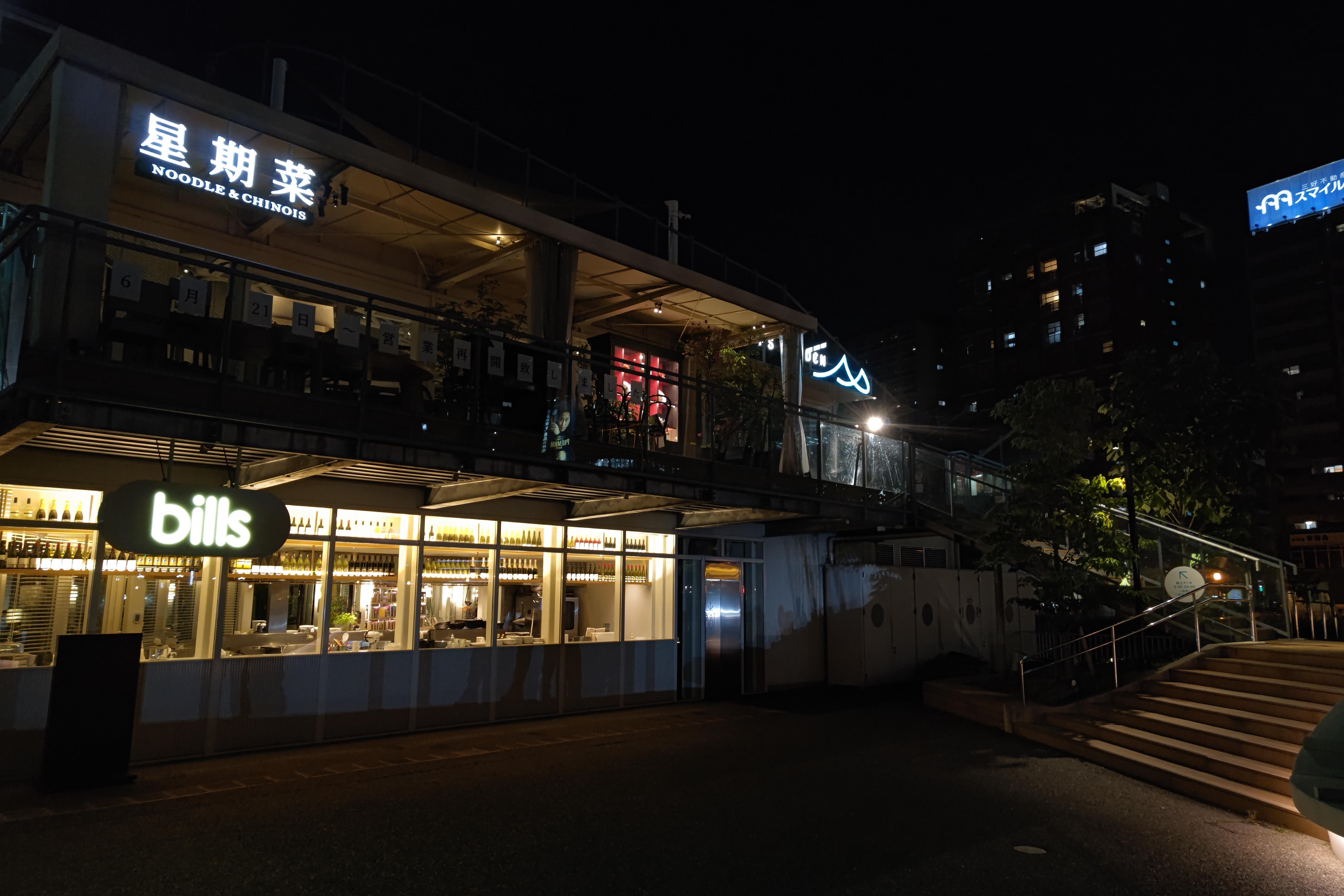 通常撮影でも、バランスのいい夜景が撮れる。ノイズレベルは十分抑えられている<br>AQUOS R6 SUMMICRON 1:1.9/19 ASPH.(1/100秒)ISO 566