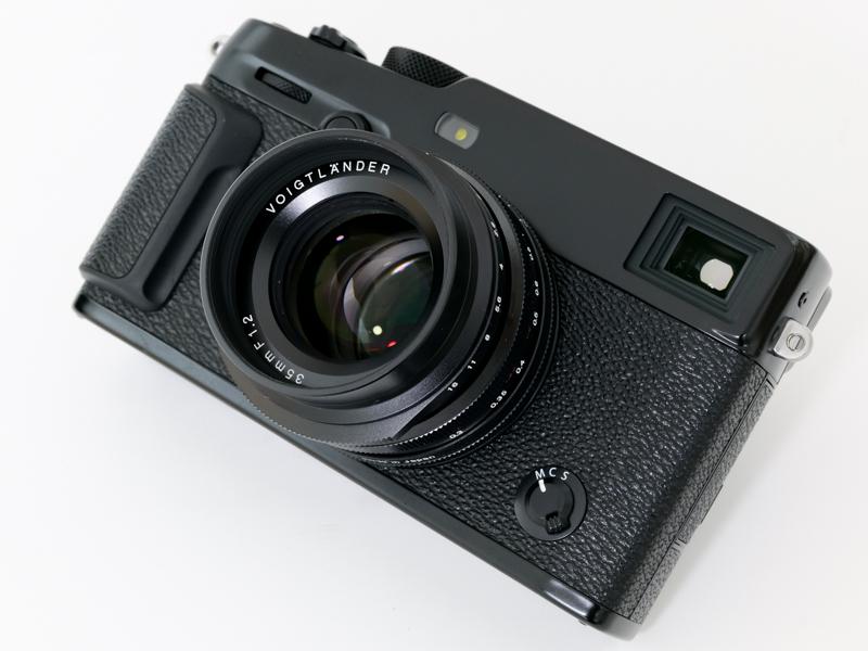 レンズの最大径×全長は59.6×39.8mm。X-Pro3に装着した状態の重量は、ボディ約497g(バッテリー・SDカード込み)+レンズ約196gで、約693gとなる