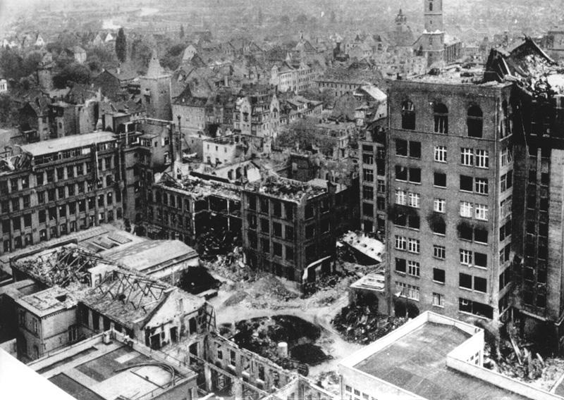 攻撃を受けたイエナのツァイス工場(1945年)