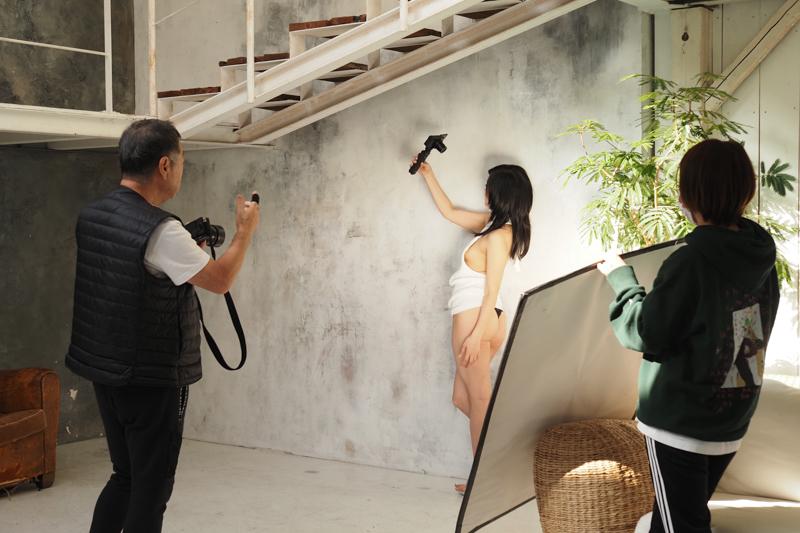 同じく宮藤あどねさんの撮影シーンから。ちょっとモデルに持ってもらうといった使い方もしています