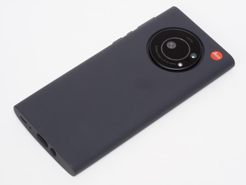 ケースをつけたLeitz Phone 1です。この姿もなかなかかっちょいいすねえ。やはりキャップはした方がいいかなあ。撮り忘れたぜ。