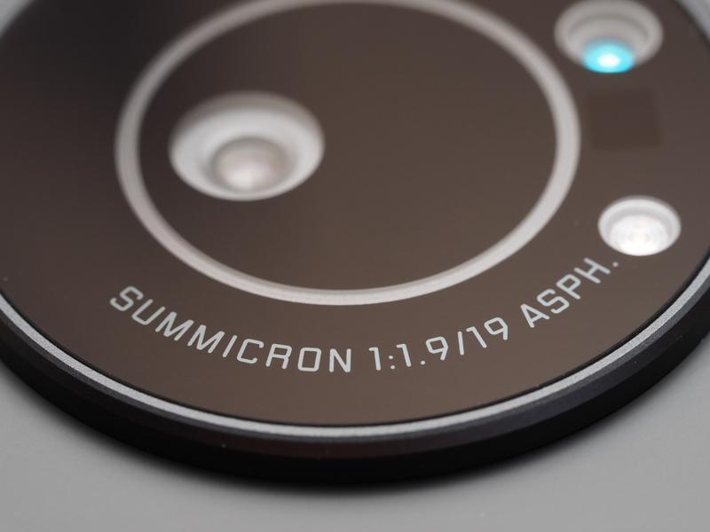 レンズ名は「ズミクロン19mm F1.9 ASPH.」です。非球面レンズの表記があるだけで、グラっときているあなた。今では珍しくないし。それにしてもズミクロンってF2のレンズのことではな……以下自粛。