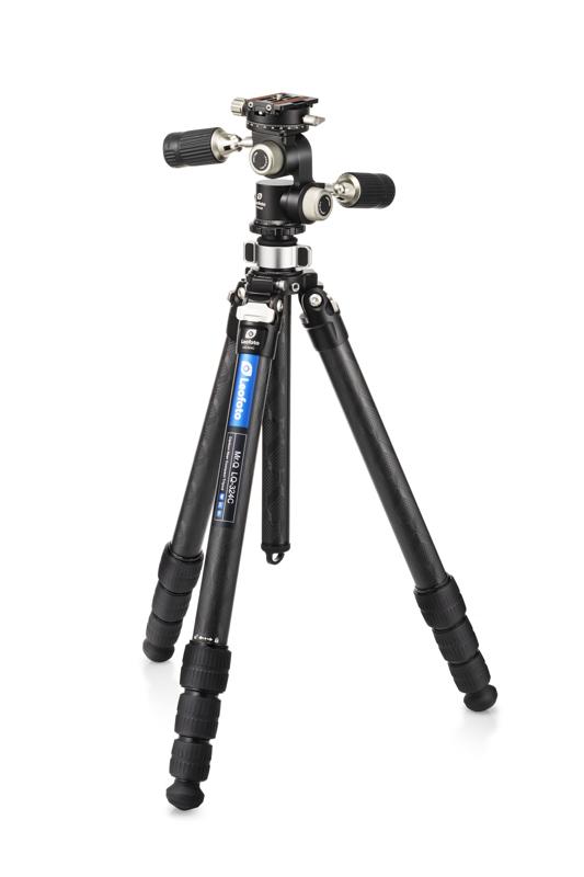 LQ-324Cは32mm径の4段式で、エレベーター機能を備えたハイエンドカーボンシリーズ。材質は超々ジュラルミンによる10層マルチカーボン。FW-01Rはレオフォト初の3ウェイ雲台。2本のハンドルは折り畳み構造を備え、コンパクトになる。カメラ取付部はパン操作が可能で、これを合わせると4ウェイ式となる。