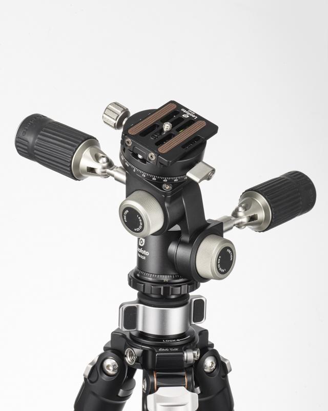 カメラ取付部の回転を含め、FW-01Rは計4カ所が稼働する