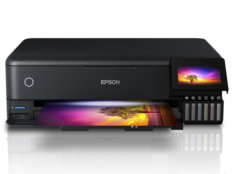 EW-M973A3T。エコタンク搭載ながら6色インク×A3ノビサイズ対応で写真作品のプリントに適する。スキャンおよびコピー機能も搭載