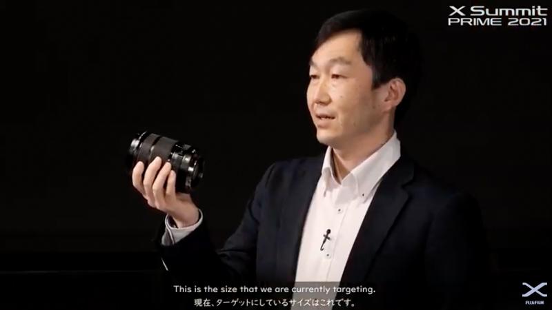 GF20-35mmを手に。製品はモックアッップながら、このサイズ感を目指して開発が進められているという