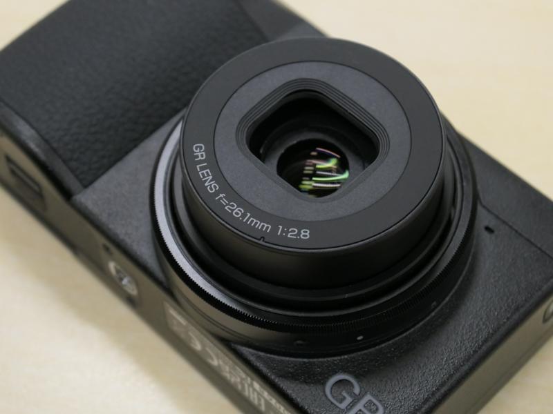 バッテリーはDB-110でGR IIIと同じ。USB Type-C端子からの充電・給電も可能