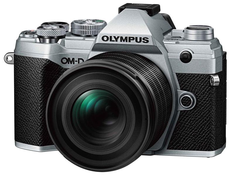 OM-D E-M5 Mark III装着時。外観や仕様は変更になる可能性がある(以下同)