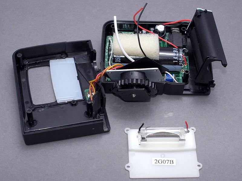 <b>ストロボ発光部は、このようなユニットとして取り外せる</b>