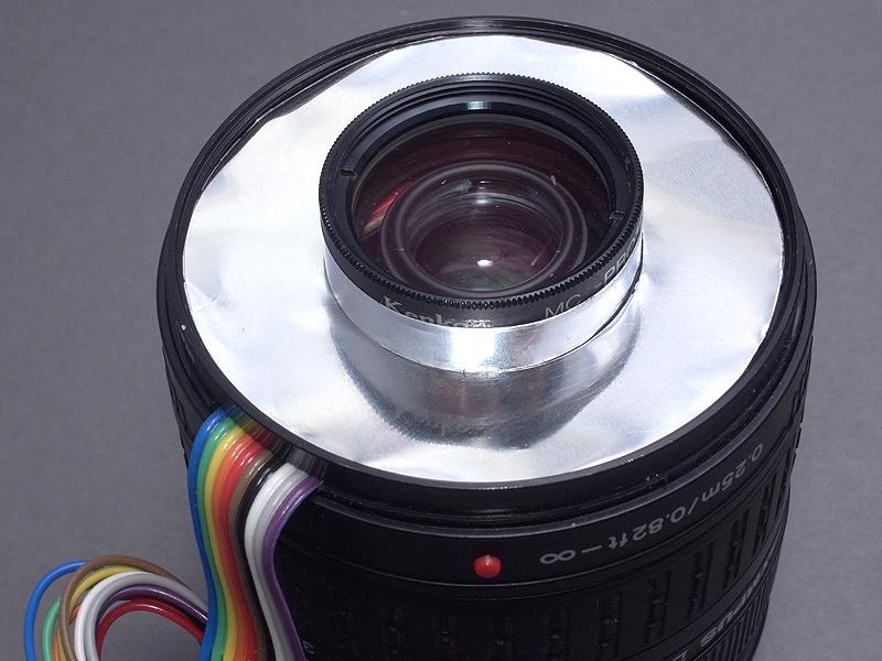 <b>アルミ板は、ストロボの反射板として、レンズ先端にこのようにセットする</b>