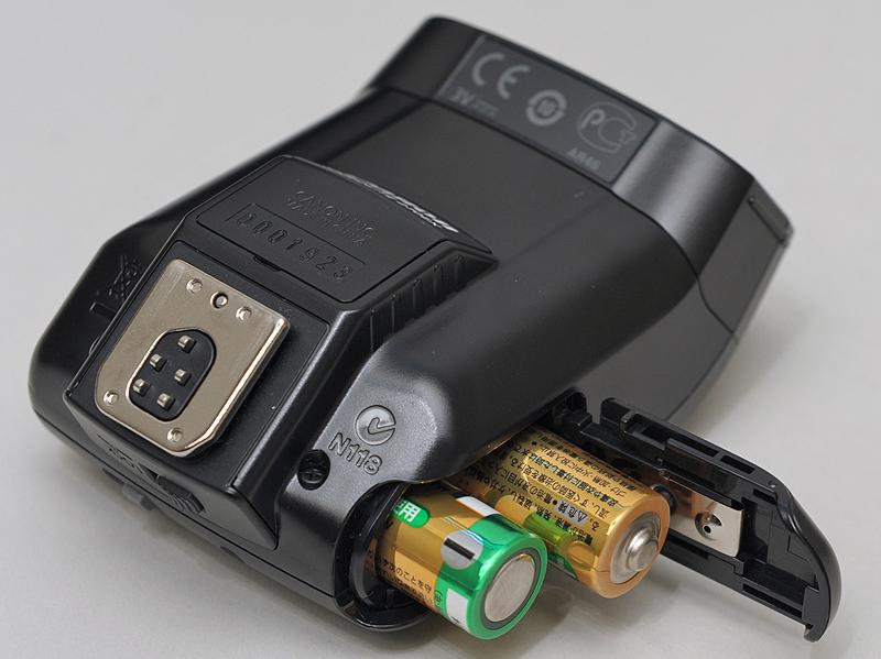 <b>電源は単3電池×2本</b>
