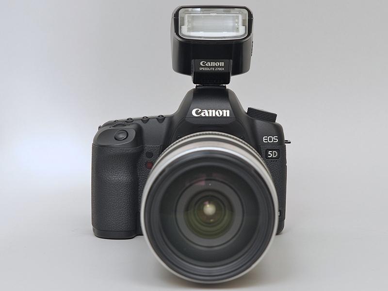 <b>EOS 5D Mark IIに取付けたところ。以下装着レンズはEF 28-300mm F3.5-5.6 L IS USM</b>