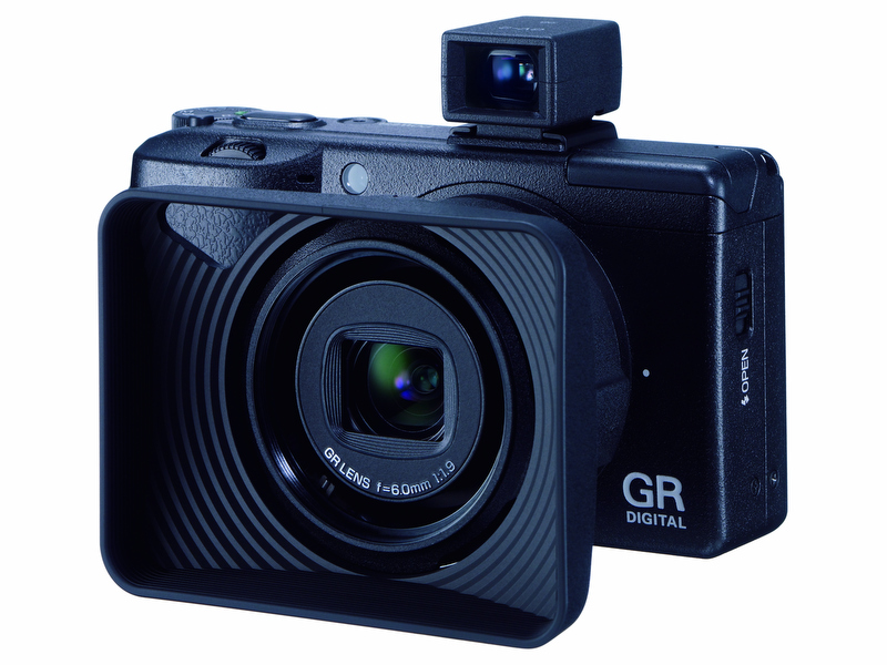 <b>GR DIGITAL IIIにGH-2を装着した状態</b>