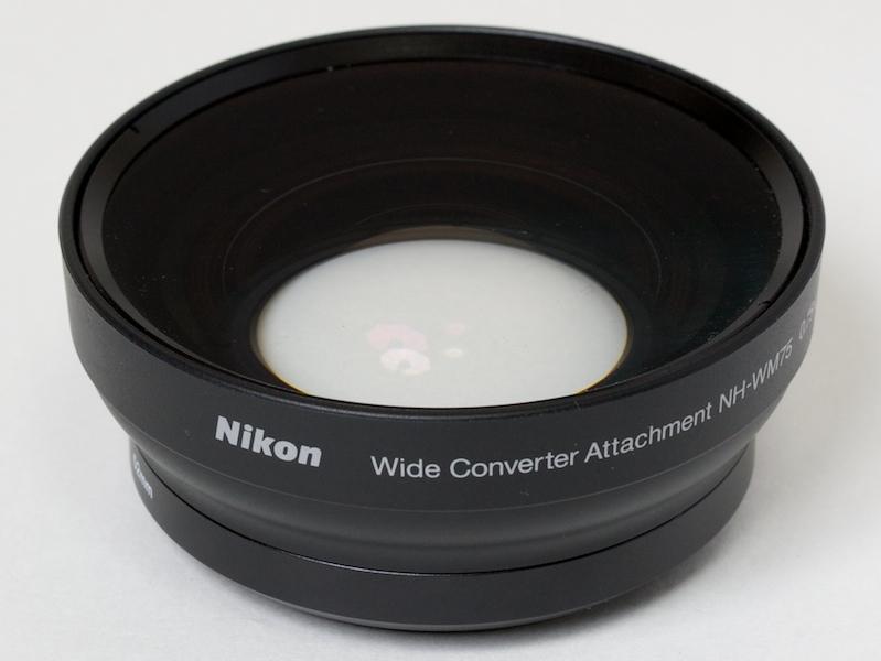 <b>NH-WM75。2群2枚構成で鏡胴は金属製</b>