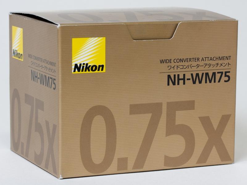 <b>化粧箱はニコン交換レンズ製品と共通するデザイン</b>