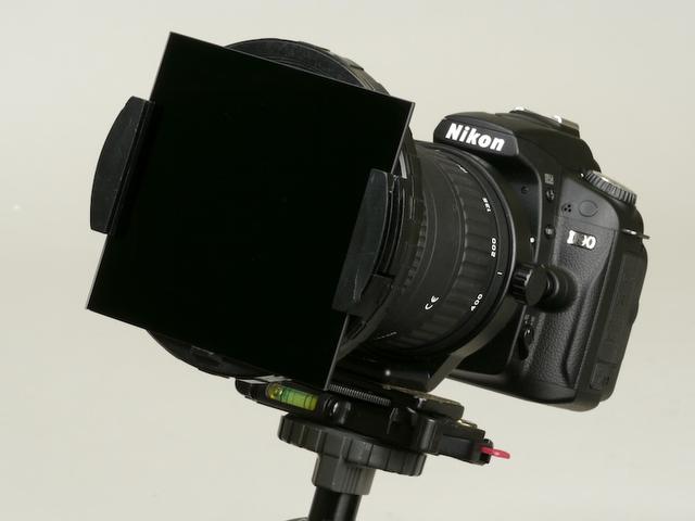<b>D90、AT-X 840 D、PRO ND10000の組み合わせた機材Bの例。写真は編集部で撮影したもので、実際に使用した雲台とは異なる</b>