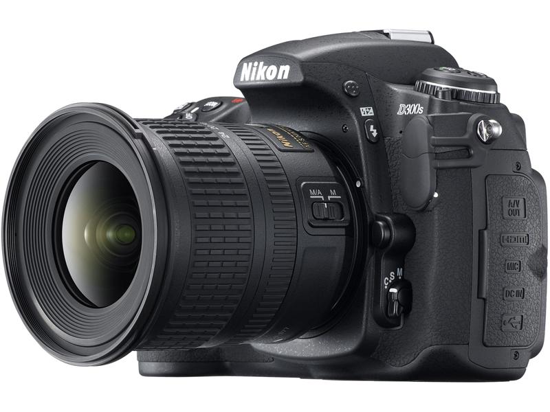 <b>「AF-S DX NIKKOR 10-24mm F3.5-4.5 G ED」を装着したD300S</b>