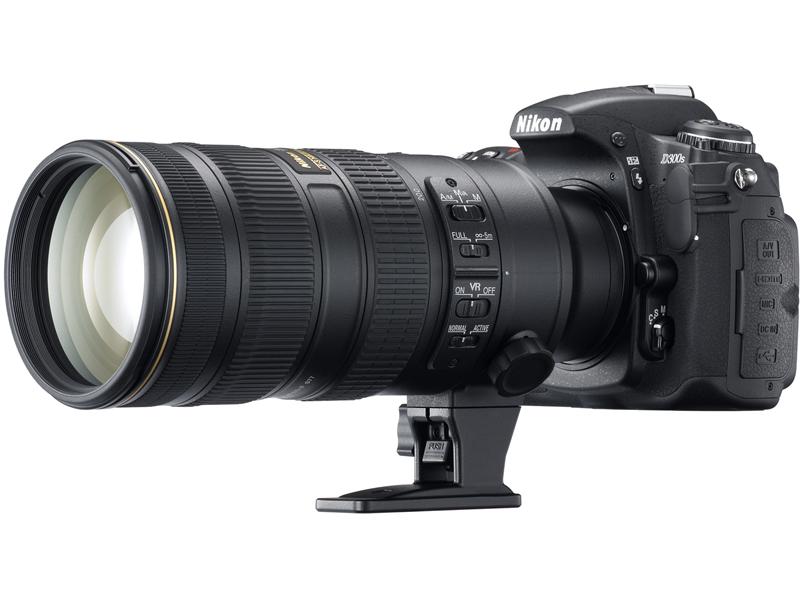 <b>「AF-S VR Zoom Nikkor ED 70-200mm F2.8 G (IF)」を装着したD300S</b>