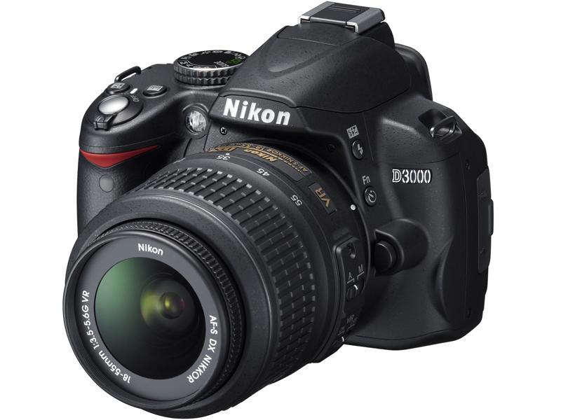 <b>「AF-S DX NIKKOR 18-55mm F3.5-5.6 G ED VR」を装着したD3000</b>