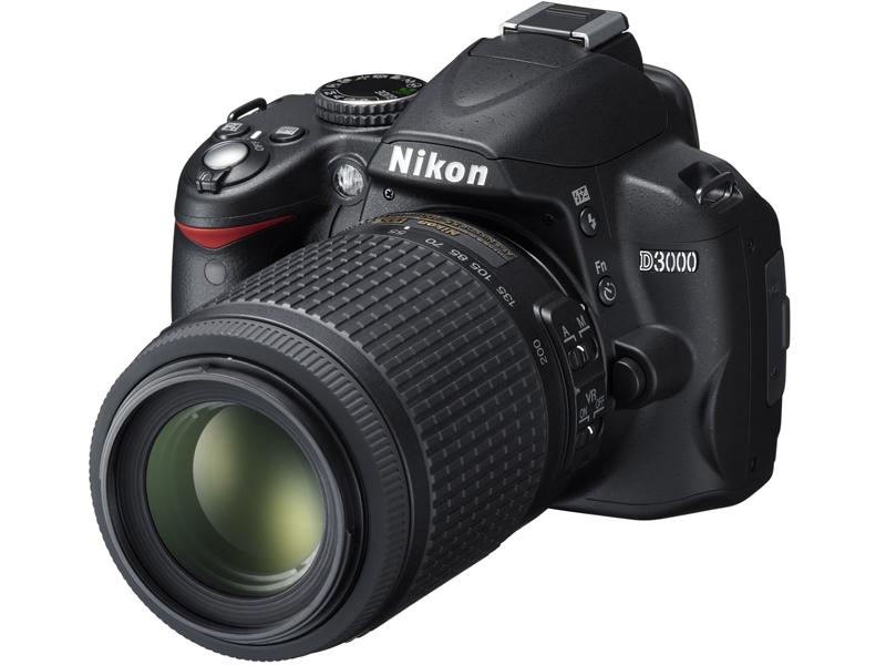 <b>「AF-S DX VR Zoom Nikkor ED 55-200mm F4-5.6 G(IF)」を装着したD3000</b>
