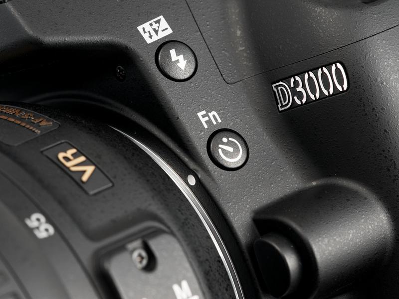 <b>「セルフタイマー/Fnボタン」は左手親指で押しやすい位置にあるので、どんな機能を割り付けるかが結構重要だったりする</b>