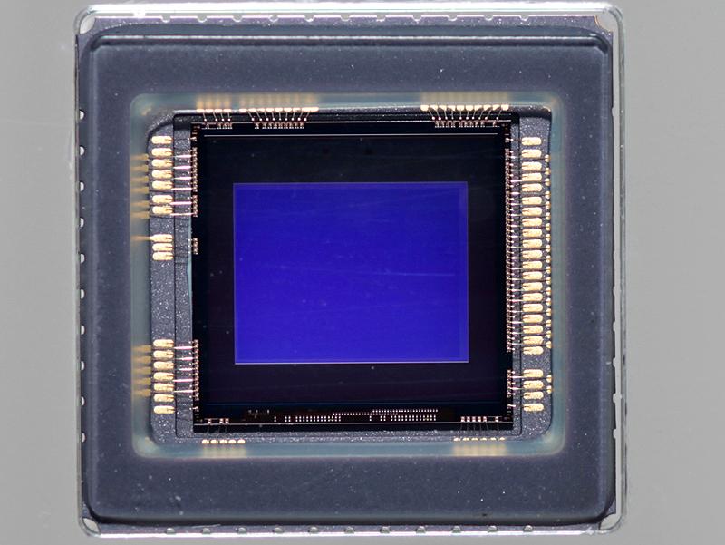 <b>裏面照射型CMOSセンサーのExmor R</b>