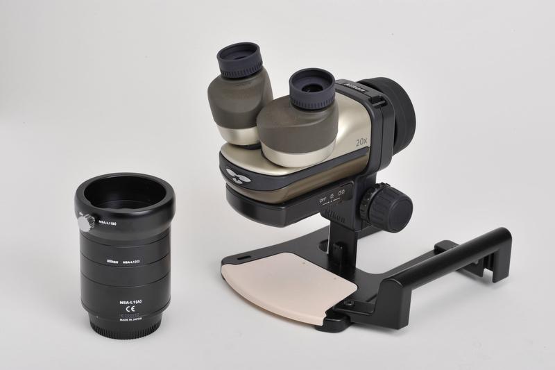 <b>デジタル一眼レフカメラ用アタッチメント「NSA-L1」(左)とファーブルフォトEX(右)</b>