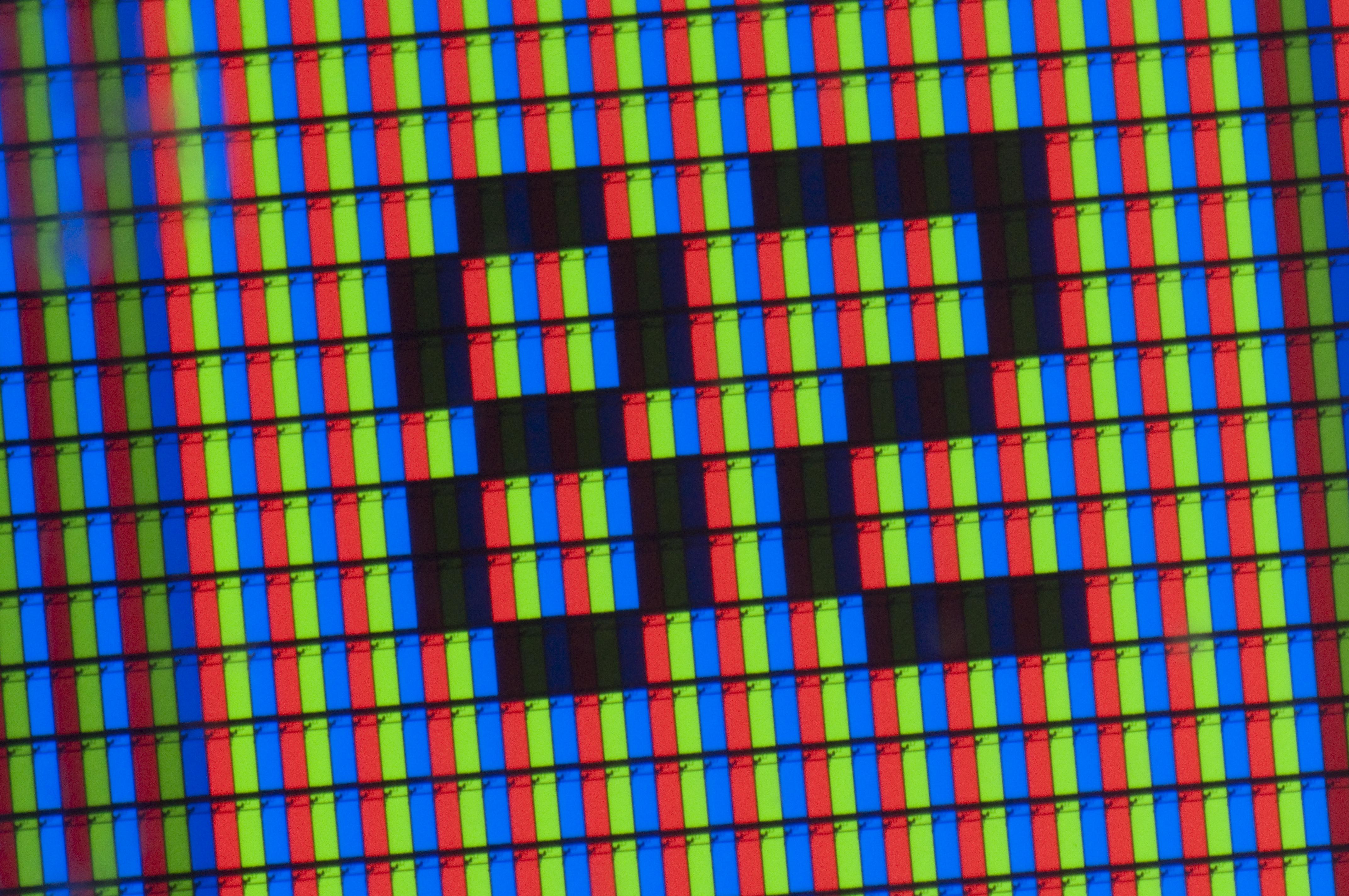 <b>ニンテンドーDS Lite(左)の液晶画面を中間リング2つで撮影(右)</b>