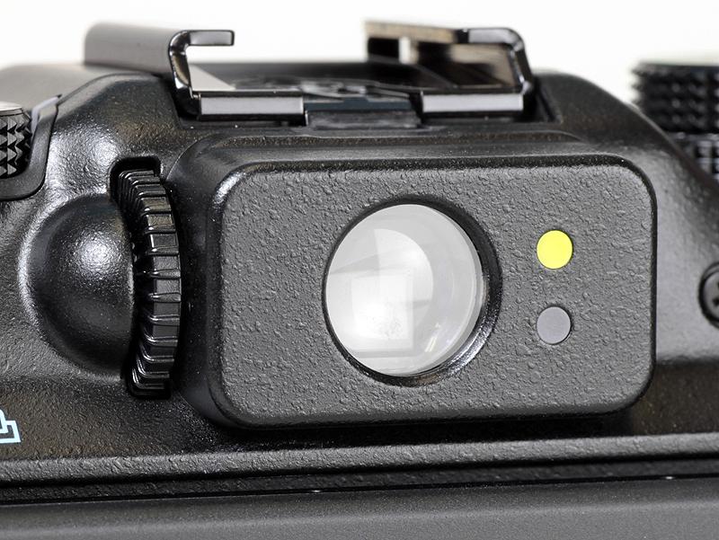 <b>光学ファインダーの接眼部。視度補正も可能</b>