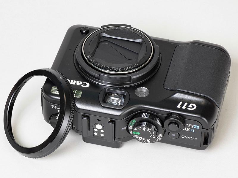 <b>レンズリングは取外しでき、テレコンバーター(TC-DC58D、レンズアダプター併用)を装着できる</b>
