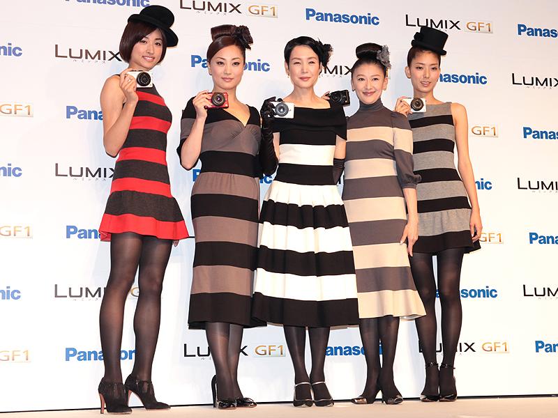 <strong>女流一眼隊。左から森木美和さん、鈴木慶江さん、樋口可南子さん、鳥居かほりさん、高橋まりのさん</strong>