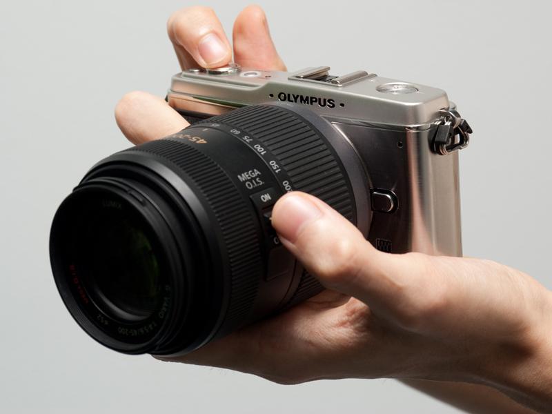 <b>LUMIX G VARIO 45-200mm F4-5.6 MEGA O.I.S.を装着したE-P1</b>