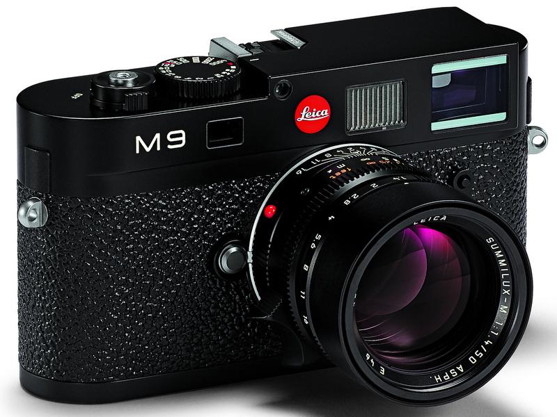 <b>M9(ブラックペイント仕上げ)。装着レンズはSUMMILUX-M 50mm F1.4(以下同)</b>