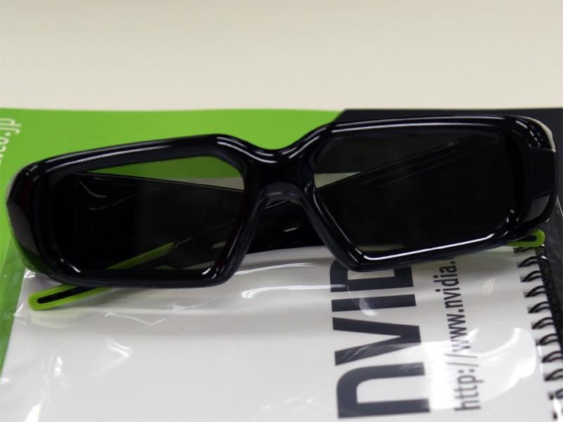 <b>GeForce 3D Visionの液晶シャッター付きメガネ</b>