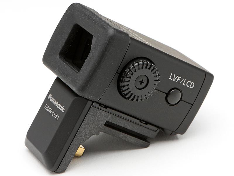 <b>別売のEVF、DMW-LVF1。フィールドシーケンシャル方式の液晶を採用し、ドット数は約20万、視野率100%、倍率は35mmフルサイズ換算で0.52倍となる。視度調整ダイヤルと液晶モニター/EVF切換えボタンも備わる</b>