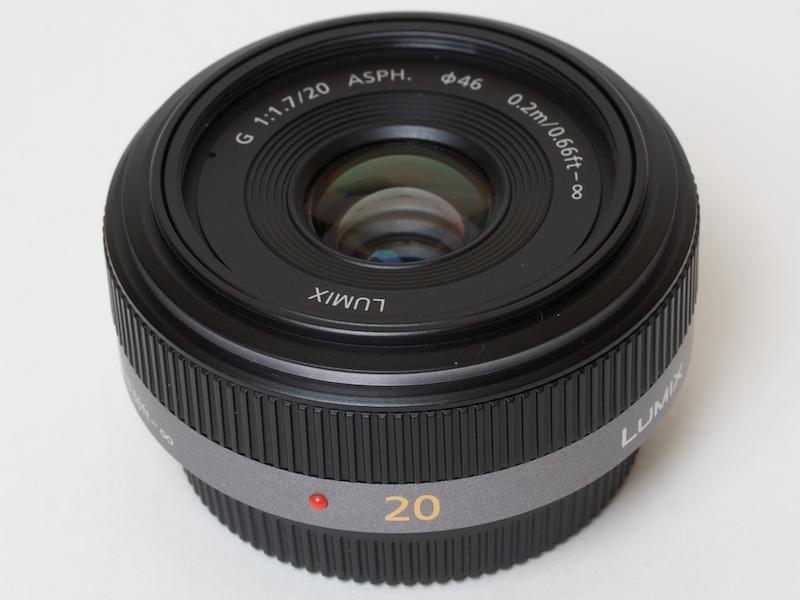 <b>これがLUMIX G 20mm F1.7 ASPH.。マウント面は金属</b>