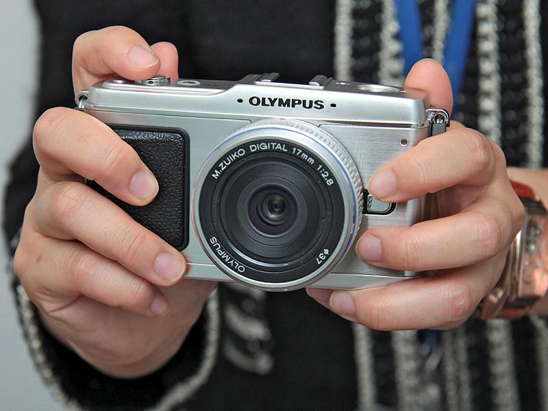 <b>E-P1(シルバー)。装着レンズは、M.ZUIKO DIGITAL 17mm F2.8(パンケーキレンズ)</b>